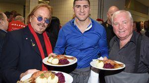 Xmas-Tradition: Frank Zander spendiert Obdachlosen Festmahl!