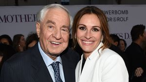 "Garry Marshall und Julia Roberts bei der Premiere von ""Mother's Day"" im April 2016 in Los Angeles"