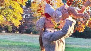 Niedlich! Gisele Bündchen lässt ihr Baby fliegen