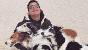 Zum Welthundetag: Guido Maria Kretschmer knuddelt Vierbeiner