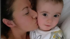 """Emmerdale""-Star Hayley besorgt: Sohn (1) wieder in Klinik"