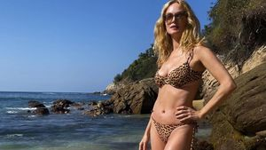 Heather Graham verzaubert die Fans mit ihrem Bikini-Body
