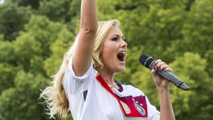 Helene Fischer beim Empfang der Weltmeister 2014 am Brandenburger Tor in Berlin