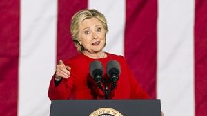 Hillary Clinton: Zeh-Bruch wegen Treppensturz in High Heels