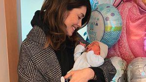 Süße Babybilder: Ira Meindl verlässt Klinik nach Geburt