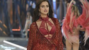 "Irina Shayk auf dem Catwalk der ""Victoria's Secret Fashion Show"" in Paris"