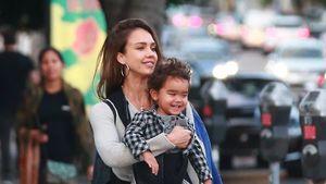 Grimassen-King: Jessica Albas Söhnchen strahlt beim Shoppen