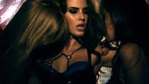 90210-Star Jessica Lowndes extrem sexy & burlesque