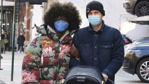 Überglücklich: Joshua Jackson genießt Spaziergang mit Jodie
