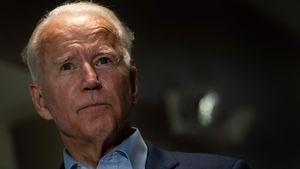 Beim Spielen mit dem Hund: Joe Biden knackst sich Knöchel an