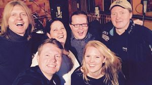 John, Jimmy, Kathy, Angelo, Patricia und Joey Kelly im Studio