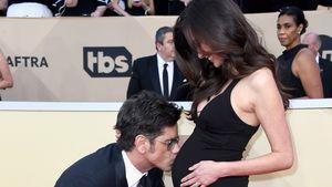 Baby-Freude bei SAG Awards: John Stamos küsst Caitlins Kugel
