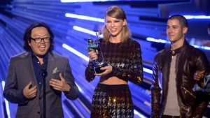 Joseph Kahn mit Taylor Swift und Nick Jonas bei den MTV Video Music Awards 2015