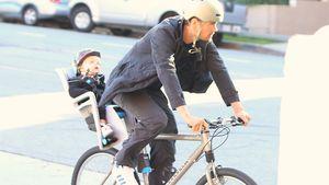 Lässige Radtour: Josh Duhamel chauffiert Sohn Axl