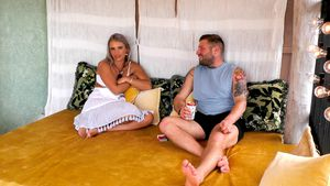 "Flirt-Angriff bei ""Paradise Hotel: Ist Andreas Julias Typ?"