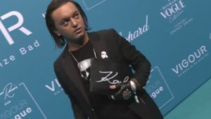 Gedenk-Look: Julian Stoeckel trauert stylish um Lagerfeld