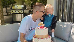 Mit Torte: So süß überrascht Lio Papa Julian zum Geburtstag