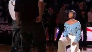 Bei NBA-Spiel: Kylie Jenners BF protestiert gegen Trump!