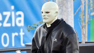 Kaufte er die Maske in Berlin? Das ist wirklich Kanye West