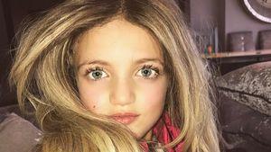 Katie Price' Tochter Princess Tiaamii mit Perücke