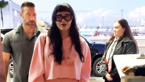 Fast inkognito: Kesha im XXL-Jogginganzug kaum zu erkennen