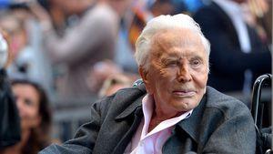 Mit der Familie: Kirk Douglas feiert heute 103. Geburtstag