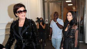 Kris Jenner, Corey Gamble und Kim Kardashian bei einer Modenschau im Oktober 2016 in Paris.
