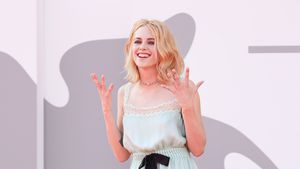 "Kristen Stewart als Lady Di: ""Spencer"" feiert Weltpremiere"
