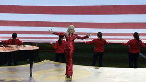 Lady GaGa singt die US-Nationalhymne beim SuperBowl 2016 in Santa Clara