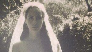 Schöne Braut! Lana Del Rey feiert einsame Hochzeit