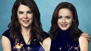 """Lauren Graham und Alexis Bledel auf einem neuen """"Gilmore Girls""""-Poster"""