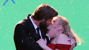 Guck mal, Miley: Hier küsst Liam Hemsworth Rebel Wilson!