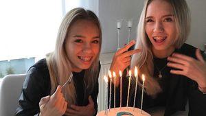 """Lisa und Lena mit ihrem """"8 Mio. Follower""""-Kuchen"""