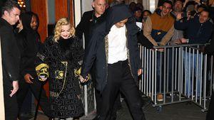 Nach Tränenausbruch & Konzertabsage: Madonna geht am Stock
