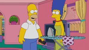 Marge und Homer am Bügelbrett