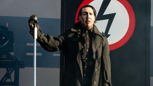 Falsches Shirt: Marilyn Manson zwingt Fan zum Bühnen-Strip!