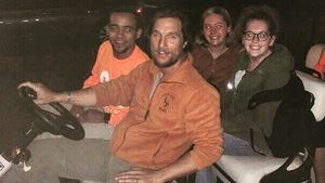 Matthew McConaughey mit Studenten der Texas University
