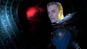 """Michael Fassbender in seiner Rolle als David in """"Prometheus – Dunkle Zeichen"""""""