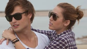 "Miley Cyrus und Douglas Booth im Film ""LOL"""