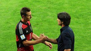 Miroslav Klose und Joachim Löw beim WM-Spiel Deutschland gegen Brasilien