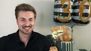 Nicolas Puschmann wird 30: Lars gratuliert mit XXL-Torte