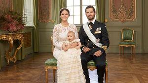 Offizielles Taufbild von Prinz Alexander von Schweden mit seinen Eltern Sofia und Carl Philip