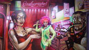 """Hier gibt's """"Oralverzehr"""": Olivia Jones weiht Kiez-Markt ein"""
