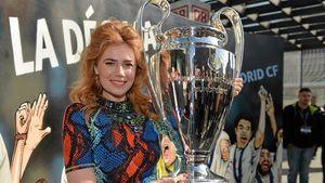 Mächtig stolz! Fußball-Girl Palina Rojinski zeigt Pokal