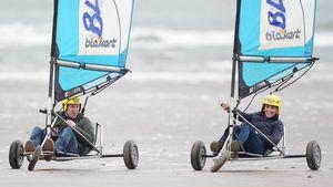 Zauberhafte Fotos zeigen William und Kate beim Strandsegeln