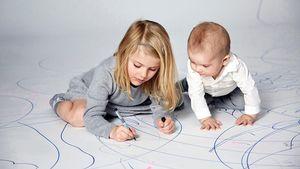 Royaler Mal-Spaß: Estelle spielt mit ihrem Brüderchen Oscar!