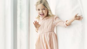 Diese Händchen! Prinzessin Leonore bejubelt ihren 4. B-Day