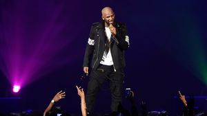 """R. Kelly auf der Bühne bei seiner """"The Buffet""""-Tour in Chicago"""