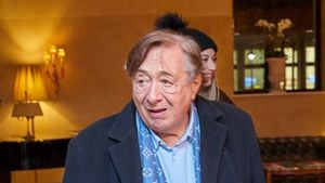 Nach Oberschenkelbruch: Richard Lugner darf Klinik verlassen