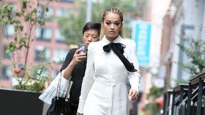 Rita Ora im Schulmädchen-Look